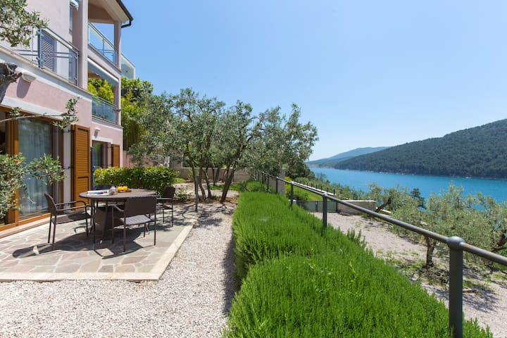 Sea Side 2 Bedroom Holiday Apartment 208