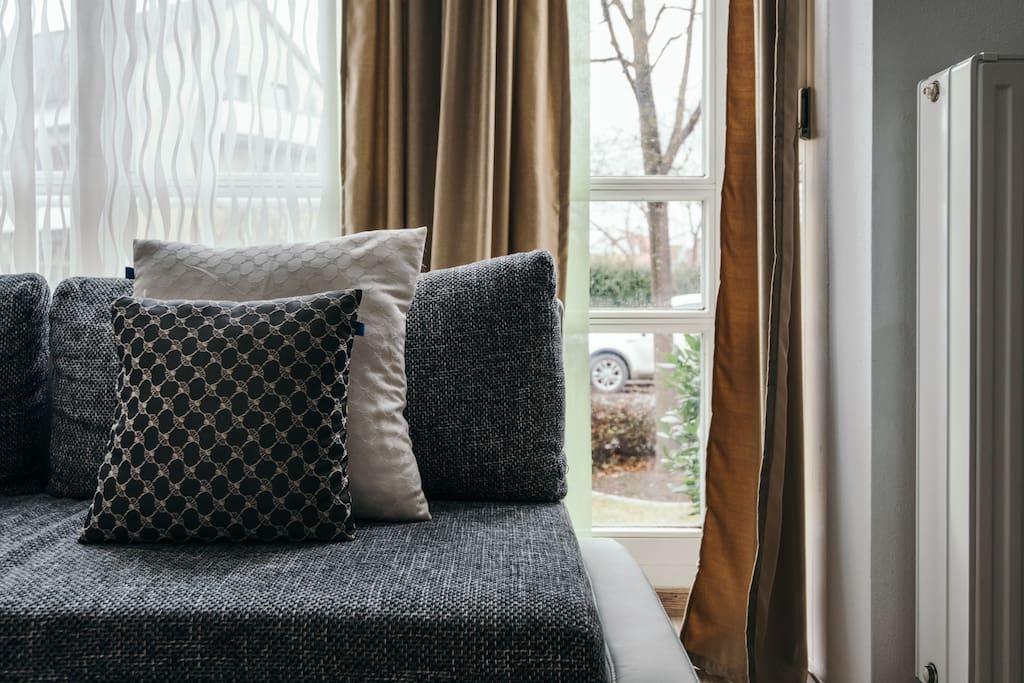 hochwertige m bilierte wohnung mit tiefgarage apartments. Black Bedroom Furniture Sets. Home Design Ideas