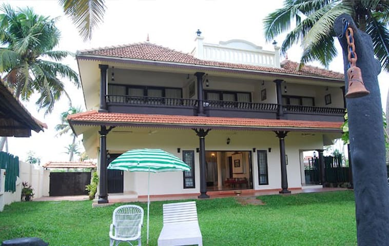 Winter Green Waterfront Resorts - Kochi - Villa