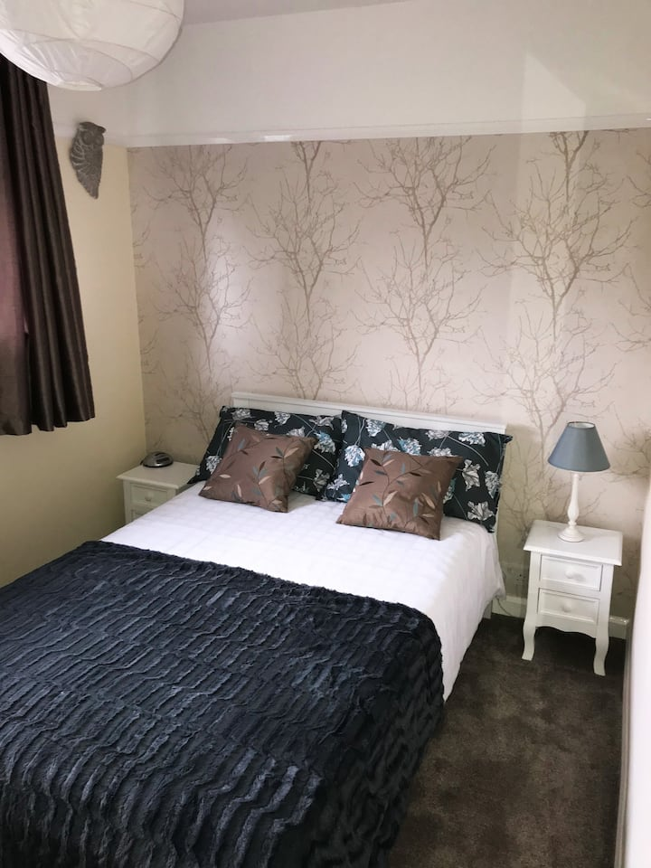 Comfortable bed in private double room in Witham