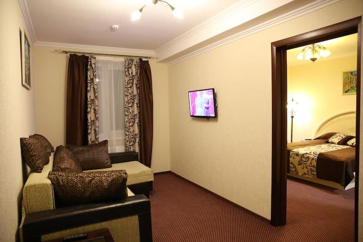 Готельний номер класу люкс - Lviv
