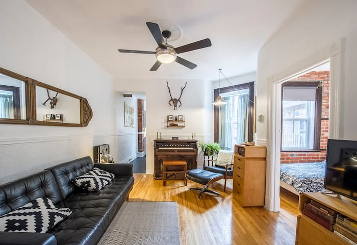 2 bedroom + office in the plateau - Montréal - Apartment