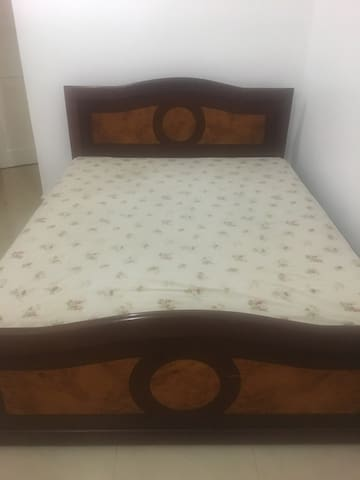 Double bed, Oysterbay, Masaki area.