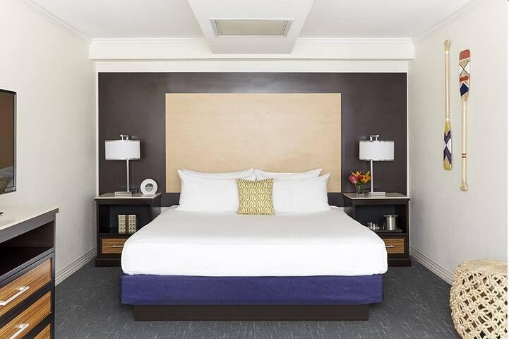 The Godfrey Hotel - Cityview Junior King Suite