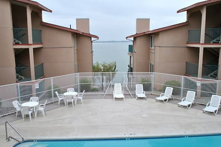 Newly remodeled Furnished Condo on Moses Lake