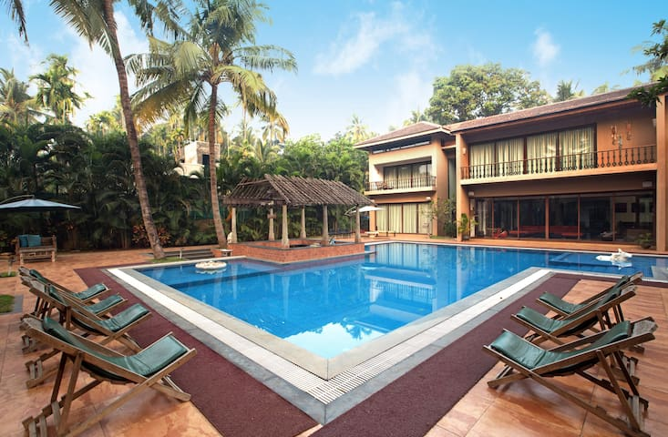 Casa del Palms, 4BHK Luxury Pool Villa in Alibaug