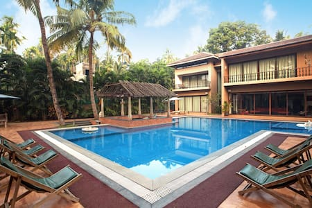 Casa del Palms, 4BHK Luxury Pool Villa