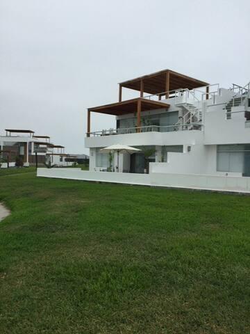 Casa de Playa en Asia Km 89.90 - Lima Region - Hus