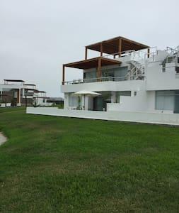 Casa de Playa en Asia Km 89.90