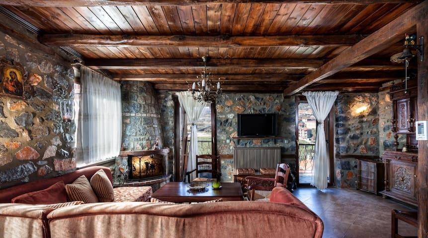 Πέτρινη μεζονέτα/σπίτι στον παλιό άγιο Αθανάσιο! - Agios Athanasios - Casa