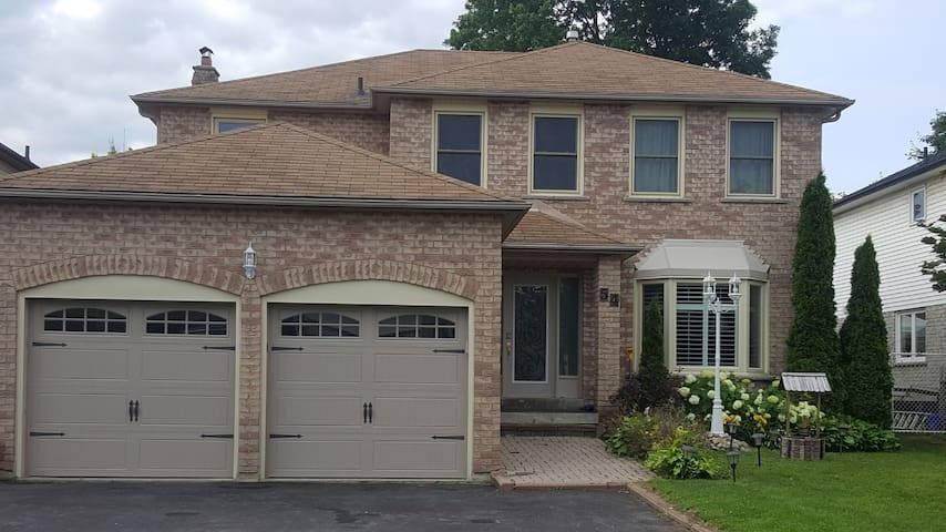 Room for rent in Newmarket Ontario Canada