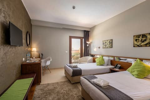 Twin City Room at E2 Lodge Hotel by Lemon Spaces