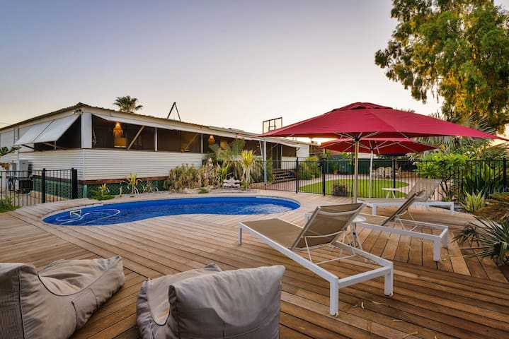 17 Ningaloo Street - Pool and Pet Friendly