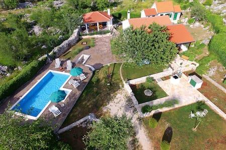 Holiday Home, Villa Bozic