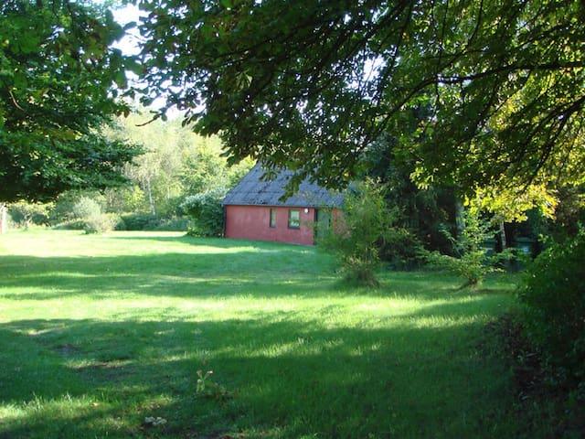 Plovhuset - Elderly House in forest - Farsø - Cottage