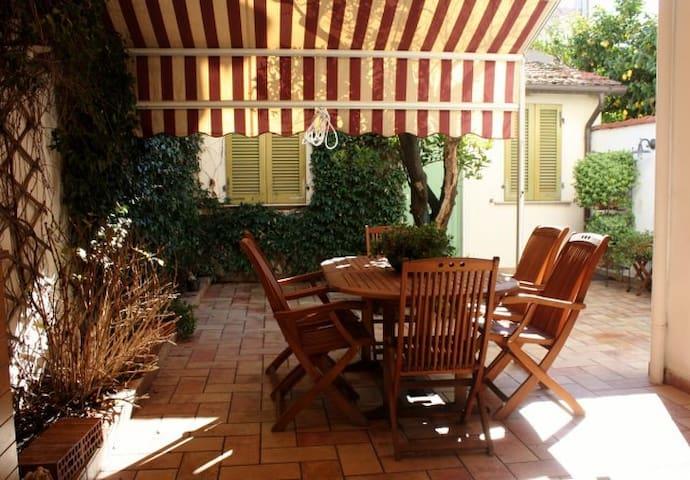 House with private patio - Viareggio - Rumah