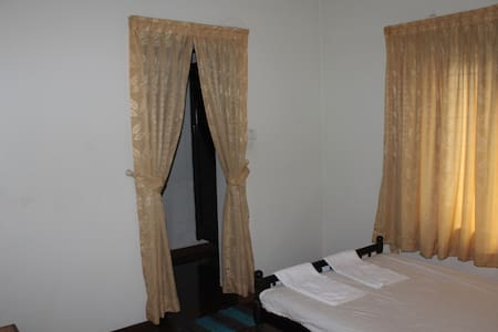 Barely 3 km from Cochin International Airport, Mulavarickal operates a 24-hour front desk. Free Wi-Fi is available in all areas.  Guests can use make use of the laundry and luggage storage facilities. The Angamali Railway Station is 5km.