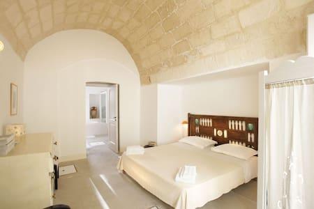 Palazzo Guglielmo - Double Room - Vignacastrisi