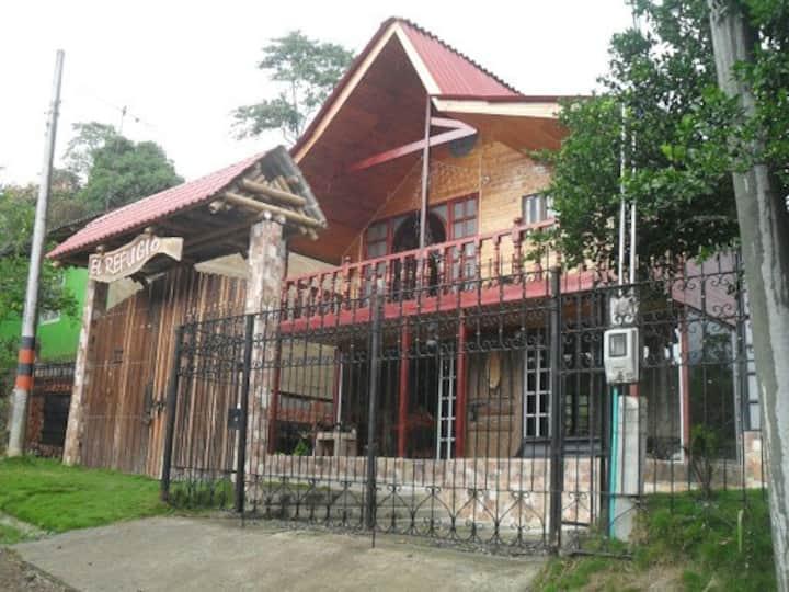 Chalet, Cabaña, Casa de campo con piscina ytobogan