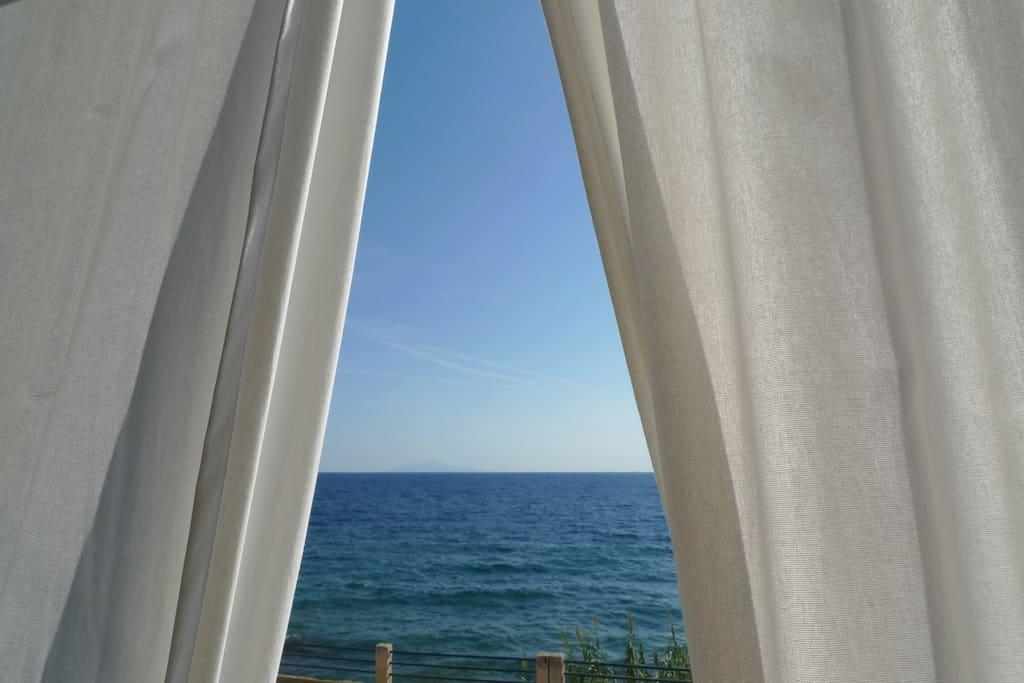 Des rideaux extérieurs pour se protéger de la chaleur corse