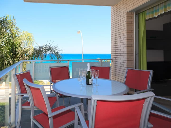 Apartment 20m from the beach with terrace to the sea