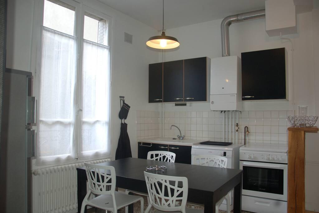 jolie maison hyper centre reims maisons louer reims. Black Bedroom Furniture Sets. Home Design Ideas