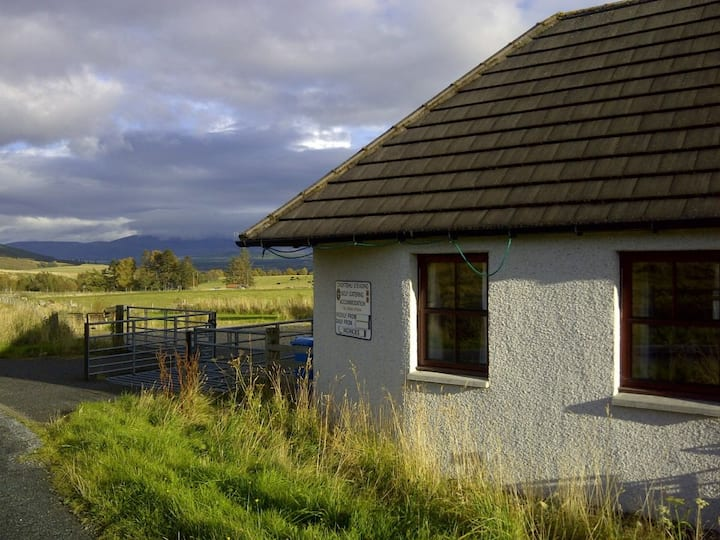 Cairngorm cottage sleeps 4