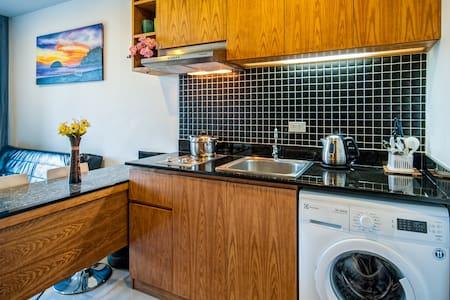 Homey 1-bedroom apartment @NaiHarn - Phuket - Apartment