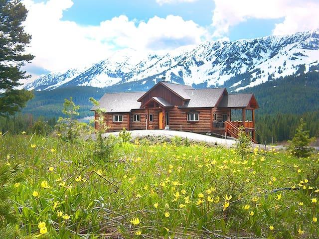 Bridger Vista Lodge *Bozeman Luxury Log Cabin Home - Bozeman - Casa