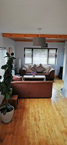 A Stylish and Charming Stay, 5 min Drive from Town