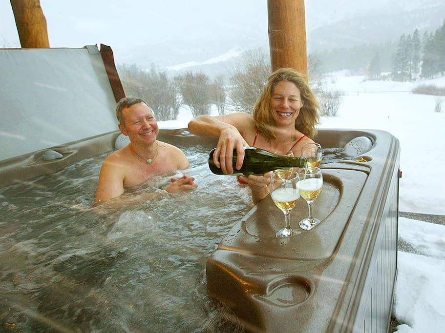 Fun in any weather - be in hot tub 5 min off the slopes