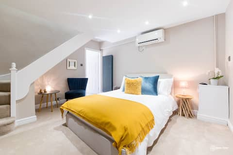 Boutique accommodation Warwick town centre,parking