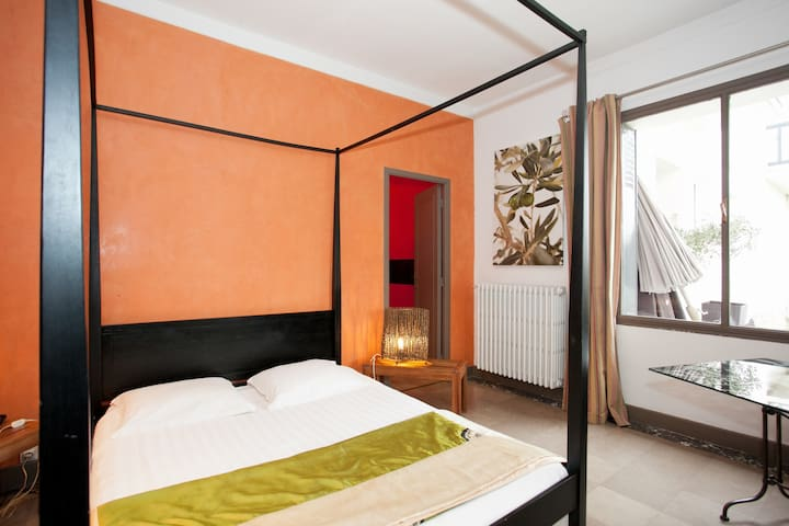 Chambre spacieuse et raffinée - Chatenay malabry - Bed & Breakfast