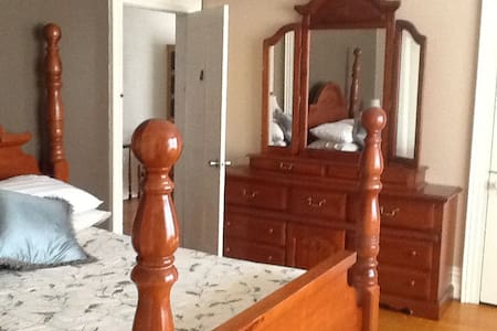 Large Spacious Room in Quiet Home. - Potsdam - Dům