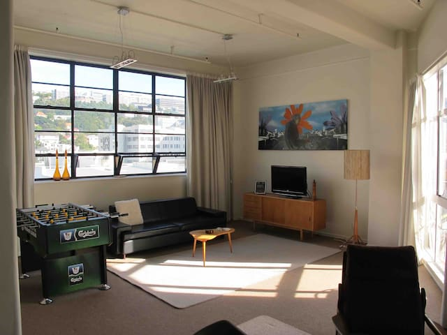 Spacious city pad + deck, wi-fi & foosball - Wellington - Apartamento