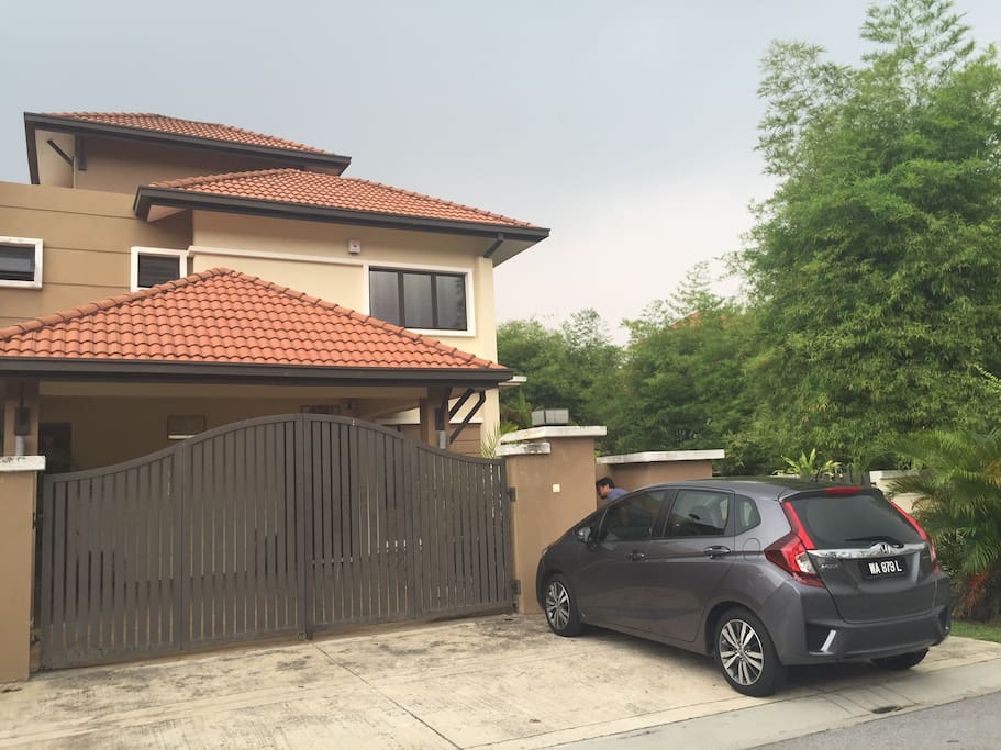 Semi D house with 2 parking (in) + 2 parking outside the house