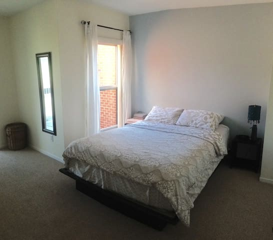 Spacious Master Bedroom with Access to Entire Home - Washington