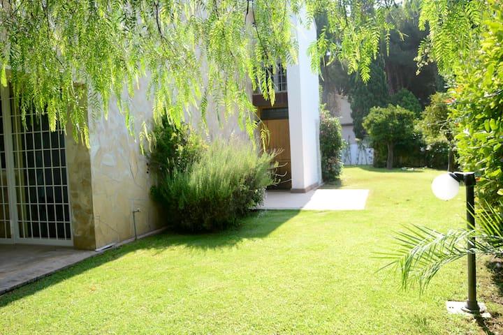 Beautiful villa 150m from the beach