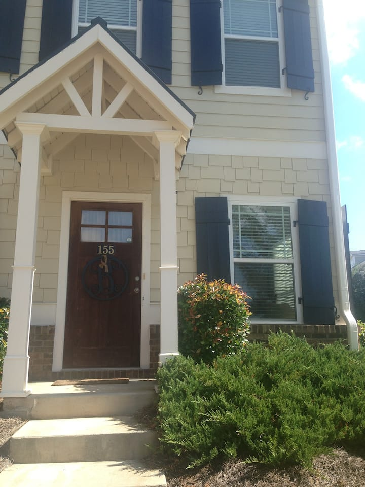 3BR/2.5BA Townhome:  Quiet stay close to UGA