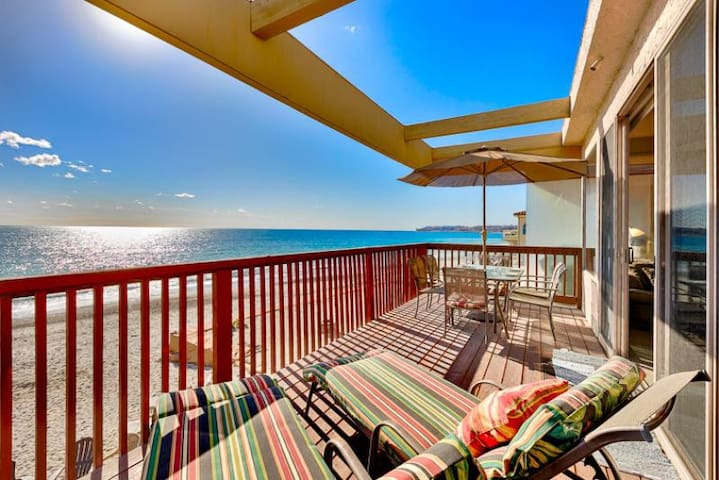 20% OFF AUG - Spacious Oceanfront Home w/ Deck + Amazing Water Views