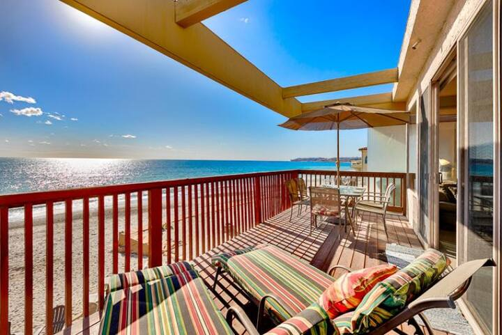25% OFF OPEN NOV! Spacious Oceanfront Home w/ Deck + Amazing Water Views!