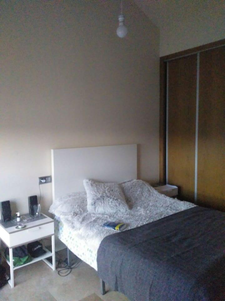 habitación con baño privado calefacción