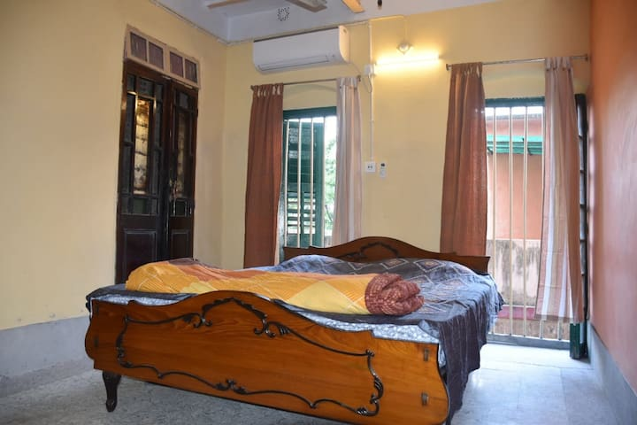 Bedroom 1 : air-conditioned , king-sized and with a wardrobe. The large windows bring in natural light and along with the beautiful floor , add to the positive vibe of this space. Additional mattress available on request.