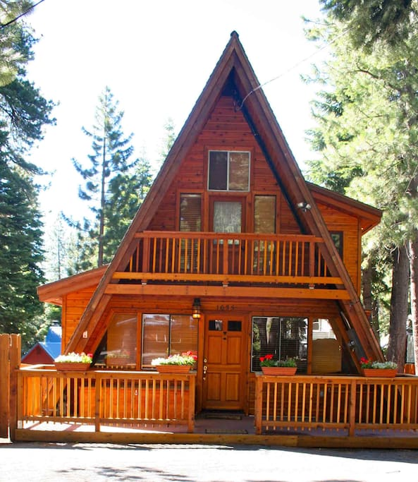 Deluxe cabin with hot tub and sauna cabins for rent in for Tahoe city cabin rentals