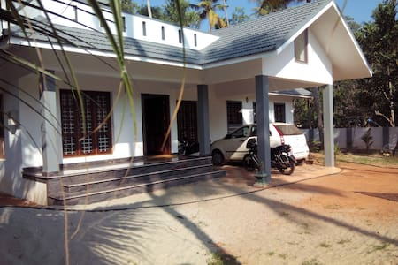 River View PVT room in  ALAPPUZHA - Cherthala - Hus