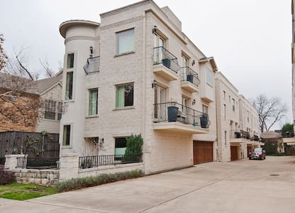 3 Story Luxury Townhouse in lower Greenville - Rumah