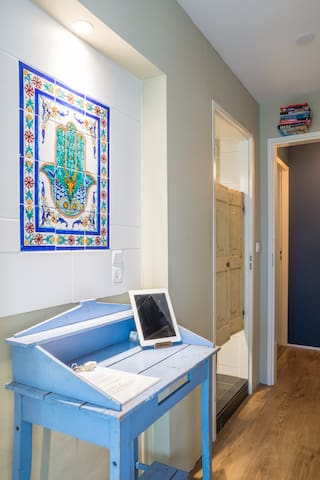 Your private hallway as seen from the studio, with an ipad, that has a Netflix account, fast wifi & all handy local/ travel apps. The bathroom is to your left & the hand of Hamsa to wish you luck on your travels :)