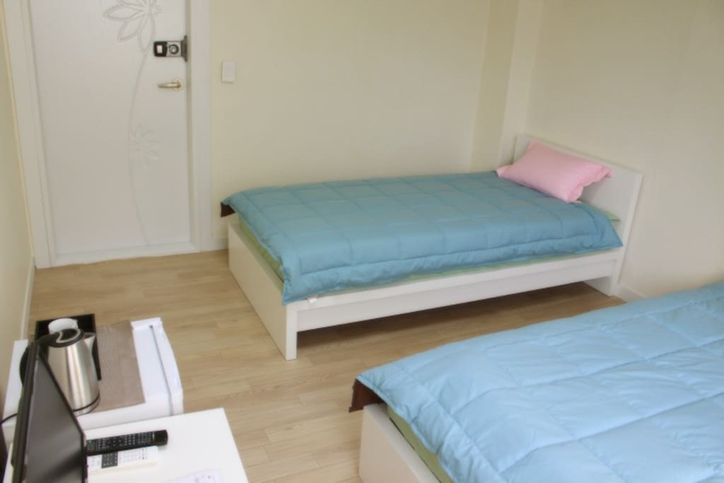 comfortable 2 single bed