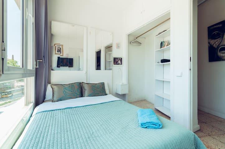 BcnBlue1 Room Plaza España