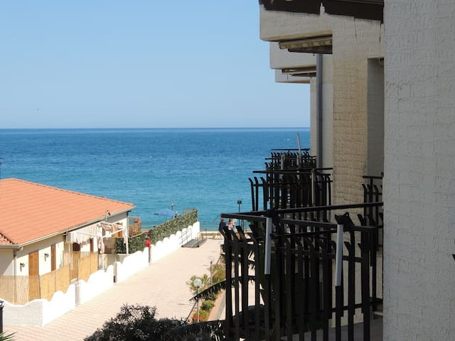 Flat, Panoramic Terrace and beach - Giardini Naxos - Appartement